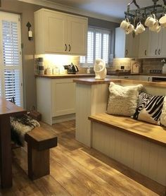 Kitchen and jobs finished just got to steam floors then gonna read me book have . - Love my home - Kitchen Interior, Kitchen Decor, Kitchen Walls, Kitchen Ideas, Küchen Design, Interior Design, Chaise Ikea, Cottage Shabby Chic, Kitchen Diner Extension