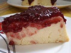 O Cheesecake de Ricota com Geleia é uma sobremesa fácil de fazer, leve e deliciosa. Faça para toda a família e agrade a todos! Veja Também: Cheesecake Trad