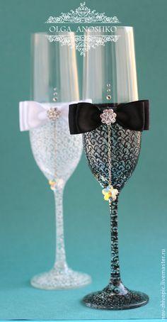 Купить Свадебные бокалы с подвесками. Роспись по стеклу - свадебные бокалы, купить свадебные бокалы