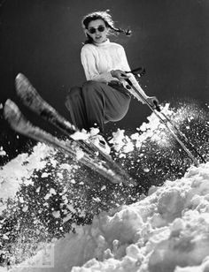 Skiing Images: The Swiss Alps & St. Welcome Winter! Future Olympic Gold medal winner Andrea Mead Lawrence, practicing for Winter Olympics at Sun Valley, Idaho, 1947 Ski Vintage, Vintage Ski Posters, Mode Vintage, Wallpaper Cross, Skiing Images, Wilde Hilde, Apres Ski Party, Pull Grosse Maille, Ski Bunnies