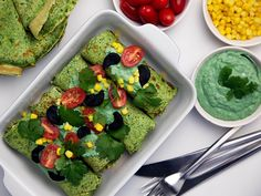 Spinatpandekager med hjemmelavet tunsalat og guacamole, www.bydianawi.com Spirulina, Avocado Toast, Guacamole, Pancakes, Appetizers, Breakfast, Food, Spinach, Morning Coffee