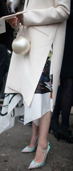 Chanel street style. Fashion trends inspiration. The Chanel modern bag.