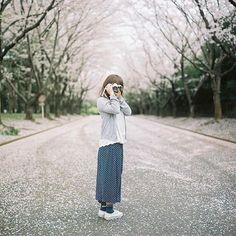 【ryusei0322】さんのInstagramをピンしています。 《. 【振り向けば】 . とても季節外れですがお気に入りの一枚なので。。。 . #film #120mm #フィルム #フィルムカメラ #ブローニーフィルム #ファインダー越しの私の世界 #カメラ好きな人と繋がりたい #にしむら夫婦のカメラ散歩 #ローライフレックス #rolleiflex #carlzeiss  #portrait  #instajp #instalike #instagram #igersjp #RECO_ig #far_eastphotography #team_jp_ #hueart_life #tv_living #at_diff #igers #エビプリ #icu_bjp_square #bestjapanpics #icu_japan #千葉県 #airy_pics #桜》