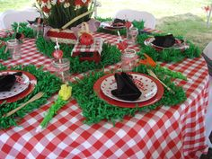 Adaline's Ladybug Picnic Birthday Party tablescape, place setting, centerpiece (@Jenn Rian (Coolest Family on the Block) http://www.coolestfamilyontheblock.com)