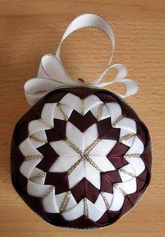 Falešný patchwork - vánoční koule podruhé | Moje mozkovna