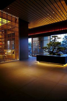 Get to know the best interior design ideas for your hotel decor. Fall in love and get inspired by the most dazzling modern lighting ideas that will elevate your hotel lighting Japanese Modern, Japanese Interior, Showroom Design, Interior Design Studio, Japanese Lighting, Home Lighting Design, Modern Lighting, Lighting Ideas, Japanese Restaurant Design
