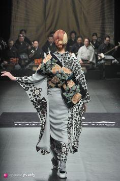 - Autumn/Winter 2014 Collection of Japanese fashion brand JOTARO… Ethnic Fashion, Kimono Fashion, Fashion Outfits, Yukata Kimono, Kimono Dress, Japanese Street Fashion, Tokyo Fashion, Japanese Streets, Modern Kimono
