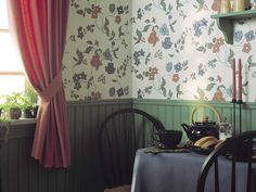 'Spolargården' (013-02). This wallpaper from Eckerda Spolargård is a good example of the rococo elegant wallpaper patterns. Ornate floral tendrils form a fairly free but still rhythmically with clear and well-coordinated colors.   If you want to get an idea of the original color scheme you can compare with contemporary paintings on porcelain.
