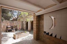 "JA+U: ""Visiting Can Lis – Jørn Utzon's House on Majorca"" Report by Yoshiharu… Greece House, Jorn Utzon, Casa Patio, Alvar Aalto, Interior Garden, Mediterranean Homes, Design Blog, Built Environment, Skylight"