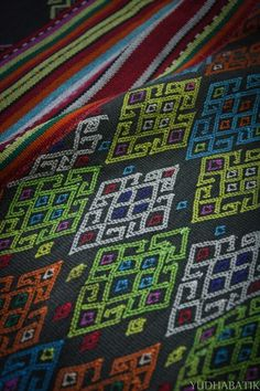 """Buna Amanuban in """"bete"""" form, detailed. """"Bete"""", were devoted to wear by a man. Here's shown the detail of the buna, which is more likely an embroidery, though buna were actually made with supplementary weft method. A very peculiar geometrical pattern shown above, probably depict frog or lizard - Amanuban sub-district, Timor tengah selatan, NTT"""