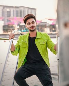 We Bring You The Best Simple, Stylish and Fashionable Outfit Ideas For Men That Every Men Would Love and Best Men's Fashion Styles From Male Models From All Over The World. You Are My Crush, Football Workouts, Handsome Celebrities, Chocolate Boys, Cute Boy Photo, Dear Crush, Positive Images, Cute Stars, Social Media Stars