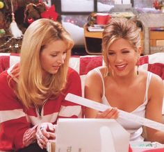 Phoebe et Rachel Friends Tv Show, Serie Friends, Friends Moments, Friends Season, Friends Forever, Rachel Friends, Rachel Green, Ross Geller, Phoebe Buffay