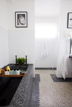<3 this bathroom in Amsterdam, NL: gorgeous granito.