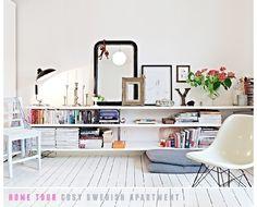 weiße regal von ikea aneinander ohne abstand aufgehangen als eine art sideboard