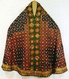 The cope was a voluminous cape that was worn for processions. This garment was worn by the clerics.