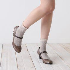 frill dot socks by tabio