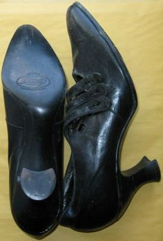 Victorian - Roaring Twenties Era Antique 3 Button Leather High Heel Pointed Toe Crescent Heel Ladies Dress Shoes - Sale Price: $495.93