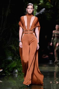 Gigi Hadid Photos Photos - Gigi Hadid walks the runway during the Balmain show as part of the Paris Fashion Week Womenswear Spring/Summer 2017  on September 29, 2016 in Paris, France. - Balmain : Runway - Paris Fashion Week Womenswear Spring/Summer 2017