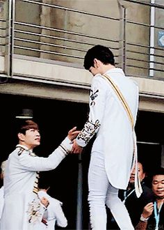 Onew being a gentelmanly prince~ 태민호