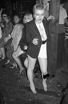 Punk girl at CBGB's (Photo by Ebet Roberts/Redferns) Teddy Boys, Punk Mode, Punk Rock Girls, Skinhead Girl, British Punk, 70s Punk, Riot Grrrl, Moda Vintage, Club Kids