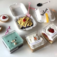 Pretty Birthday Cakes, Pretty Cakes, Cute Cakes, Dessert Packaging, Food Packaging, Korean Cake, Cute Baking, Dessert Boxes, Think Food
