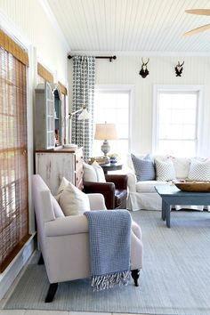 Stunning Farmhouse Style Sunrooms Design and Decorating Ideas for 2019 – Viral Decoration – Farmhouse interior livingroom French Country Living Room, Country Farmhouse Decor, Farmhouse Interior, Farmhouse Style, French Farmhouse, Modern Country, Modern Farmhouse, Sunroom Decorating, Decorating Ideas