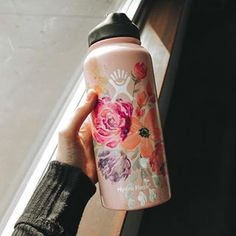10 Pregnancy Gynecology Baby On How Ideas Hydro Painting, Bottle Painting, Diy Painting, Water Bottle Art, Cute Water Bottles, Custom Hydro Flask, Hydro Flask Water Bottle, Bottle Design, Color Splash