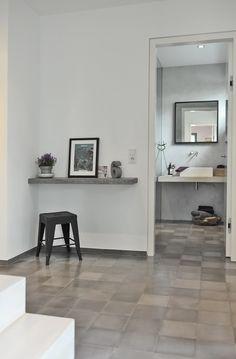 Ein Modernes Bad Und Ein Heller Flur Mit Zement Fliesen Von VIA U2013 Grau Ist