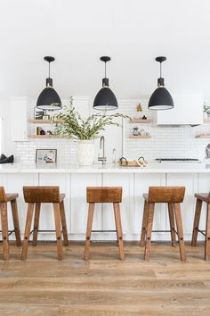White Kitchen with black pendant lights, cognac leather bar stools, wood floors, open shelving Image Size: 700 x 1050 Pin Boards Name: Home Sweet Home All White Kitchen, New Kitchen, Kitchen Small, White Kitchen Stools, White Kichen, Crisp Kitchen, White Kitchen Decor, Summer Kitchen, Light Oak Floors
