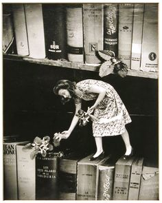 "Grete Stern love love love - ""the book fairy!"""