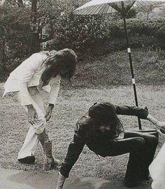 Queen in Japan, 1975 Queen Ii, I Am A Queen, Save The Queen, Queen Photos, Queen Pictures, Great Bands, Cool Bands, Queen Drummer, Queen Meme