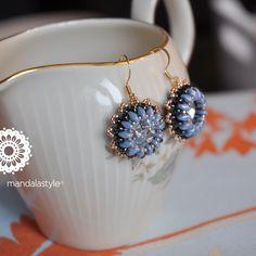 Rivoli Swaroski Crystal 14 mm, Superduo Luster Metallic Blu e Hematite, Perline Toho 15/0 Galvanized Rose Gold. Per lo schema ho guardato più volte il tutorial di Sara Spoltore ( ma non so com'è… s...