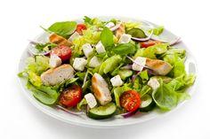 Lekka i pożywna sałatka doskonała na obiad lub przekąskę. Cobb Salad, Food, Essen, Meals, Yemek, Eten
