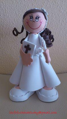 Fofucha pequeña Niña Primera Comunión pelo castaño y rizado/Small fofucha doll Girl dressed on First Comunion brown and curly hair