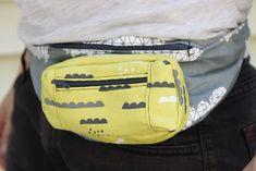 How to make a Fanny Pack (Belt Bag / Bum Bag) Fanny Pack Pattern, Wallet Pattern, Diy Tote Bag, Diy Purse, Diy Makeup Bag, Diy Gifts For Kids, Hip Bag, Couture, Sewing Tutorials