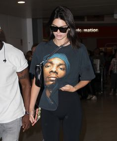 Reality star Kendall Jenner pays homage to Snoop Dogg by wearing a printed t-shirt of the rapper - Kendall Jenner Photos And Pictures - CelebPIX Kendall Jenner Photos, Snoop Dogg, Female Models, Rapper, 21st, Street Style, Stars, Elegant, Printed