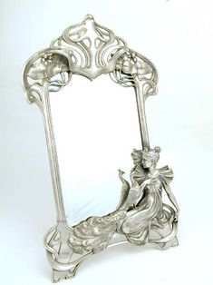Polished pewter mirror with an Art Nouveau maiden and peacock - ca. 1906| JV
