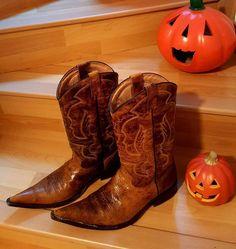 Happy halloween! #sendra #sendraboots #highquality #handmadeboots #madeinspain #loveboots #fashionboots #fashion #design #cowboy #western #style #love #fun #halloween #happyhalloween