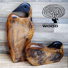 """СЕРВИРОВОЧНЫЕ ДОСКИ ИЗ РЕЛИКТОВОГО ДУБА """"Золотые утки"""" – купить в интернет-магазине на Ярмарке Мастеров с доставкой Wood Cutting Boards, Wood Bowls, Rustic Wall Decor, Wood Sculpture, Wood Shelves, Woodworking Crafts, Vintage Walls, Wood Carving, Wood Art"""