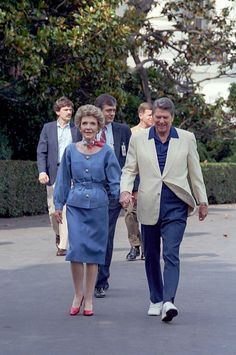 Former president of the USA Ronald Reagan with wife Nancy 40th President, President Ronald Reagan, Trump Is My President, American Presidents, First Lady Of America, Ronald Reagan Quotes, Reagan Library, American First Ladies, History