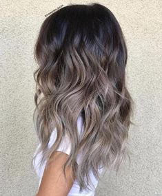 Balayage technology is now the most popular and advanced hairdressing technology. Balayage technology is suitable for any color of hair, whether it's light or dark. Except for very short hair, almost all length hair can use Balayage technology. Ashy Blonde Balayage, Brown Blonde Hair, Balayage Highlights, Hair Color Balayage, Ombre Hair Color For Brunettes, Ash Grey Hair, Ash Blonde Highlights On Dark Hair, Dark Ash Brown Hair, Ash Brown Ombre