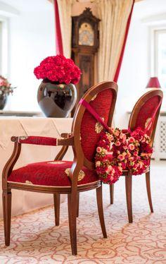 Der Rosa Salon im Schloss Fuschl ist der perfekte Rahmen für Ihre Standesamtliche Hochzeit. Presentation, Chair, Furniture, Home Decor, Pink, Drawing Rooms, Courthouse Marriage, Frames, Decoration Home