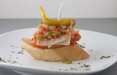 Casa Alcalde.  Tomate, bonito, vinagreta y guindilla.  http://www.casaalcalde.com/