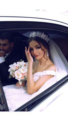 Bridal Hairstyle Indian Wedding, Romantic Wedding Hair, Long Hair Wedding Styles, Wedding Hairstyles With Veil, Wedding Looks, Bride Hairstyles, Headband Hairstyles, Down Hairstyles, Wedding Couples