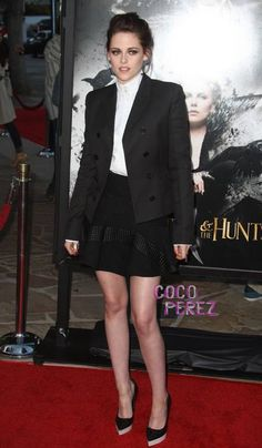 We were almost at a loss for words when we saw Kristen Stewart at the El Lay screening of Snow White and the Huntsman because girlfriend looked AH-MAY-ZING.  RPatz´s #1 girl was perfection...
