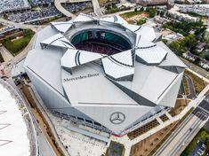 "Atlanta stadium by HOK hosts American football games under retractable ""petals"" Cute Football Players, Nfl Football Helmets, Football Art, Nfl Jerseys, Nfl Detroit Lions, Nfl Oakland Raiders, Stadium Architecture, Kinetic Architecture, Mercedes Benz"