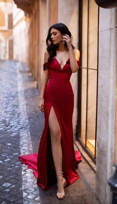 Red Formal/Prom Gown - Alamour The Label Gala Dresses, Evening Dresses, Prom Outfits, Fashion Outfits, Elegant Dresses, Beautiful Dresses, Formal Dresses, Red Formal Gown, Formal Prom