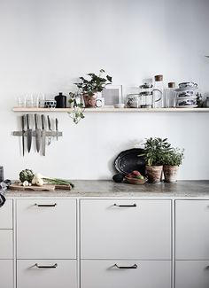 Top 10 – The most chic kitchen spaces this summer can have - Daily Dream Decor Kitchen Buffet, New Kitchen, Kitchen Dining, Kitchen Decor, Compact Kitchen, Kitchen Small, Kitchen Cabinetry, Grey Kitchens, Home Kitchens
