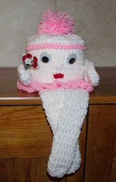 Free Crochet Toilet Paper cover pattern found at Ravelry from http . Crochet Kitchen, Crochet Home, Crochet Gifts, Crochet Dolls, Free Crochet, Free Knitting, Baby Knitting, Knitting Patterns, Crochet Patterns