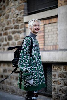 Paris Men's Fashion Week Fall 2017 Street Style. Street Style Photo Gallery from Paris Men's Fashion Week Fall Street Fashion Mens Fashion Week, Dope Fashion, Fashion Moda, Fashion 2017, Daily Fashion, Winter Fashion, Womens Fashion, Fashion Trends, Swag Fashion